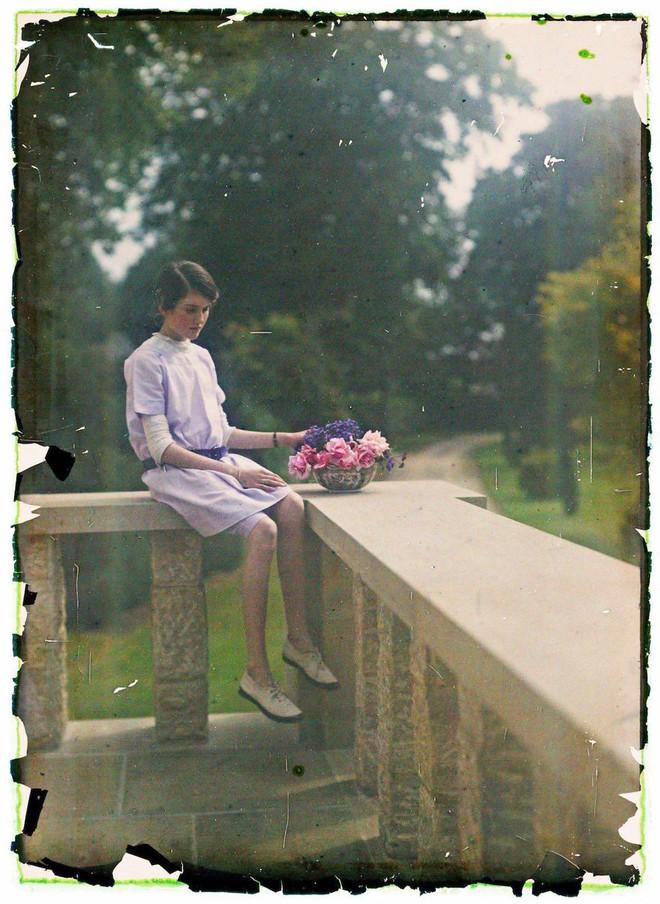 Ngắm vẻ ngọt ngào, lãng mạn của phụ nữ thế kỷ trước qua những bức ảnh màu tuyệt đẹp - Ảnh 8.