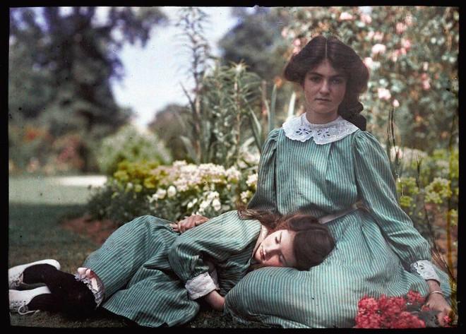 Ngắm vẻ ngọt ngào, lãng mạn của phụ nữ thế kỷ trước qua những bức ảnh màu tuyệt đẹp - Ảnh 9.
