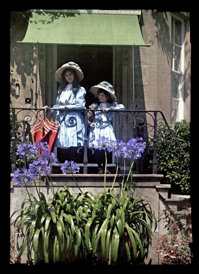 Ngắm vẻ ngọt ngào, lãng mạn của phụ nữ thế kỷ trước qua những bức ảnh màu tuyệt đẹp - Ảnh 11.