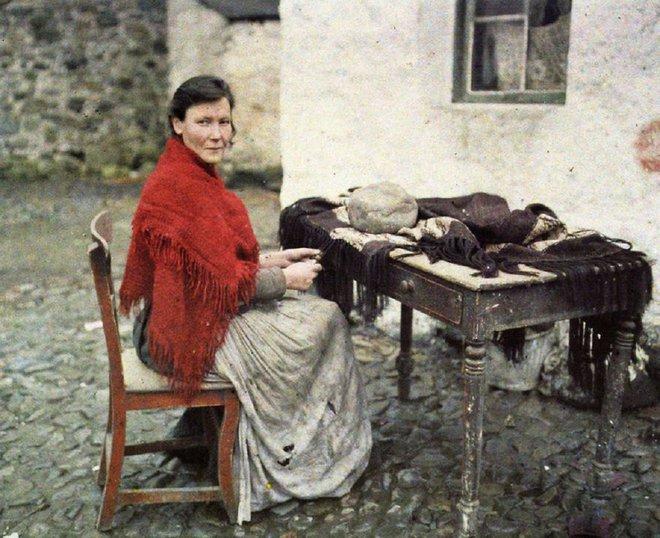 Ngắm vẻ ngọt ngào, lãng mạn của phụ nữ thế kỷ trước qua những bức ảnh màu tuyệt đẹp - Ảnh 14.