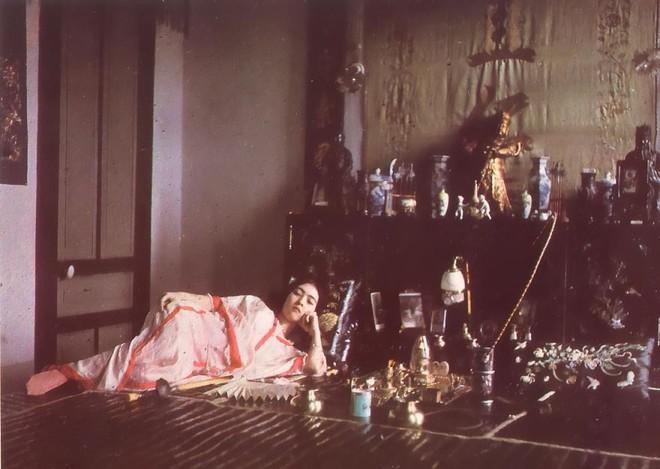 Ngắm vẻ ngọt ngào, lãng mạn của phụ nữ thế kỷ trước qua những bức ảnh màu tuyệt đẹp - Ảnh 15.