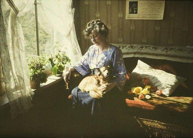 Ngắm vẻ ngọt ngào, lãng mạn của phụ nữ thế kỷ trước qua những bức ảnh màu tuyệt đẹp - Ảnh 17.