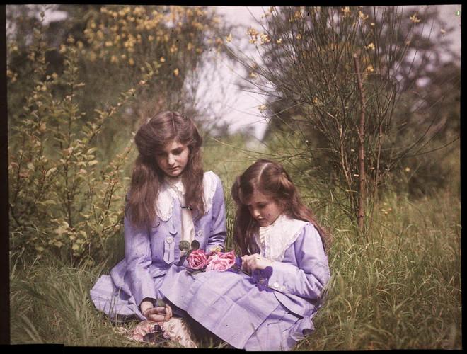 Ngắm vẻ ngọt ngào, lãng mạn của phụ nữ thế kỷ trước qua những bức ảnh màu tuyệt đẹp - Ảnh 18.