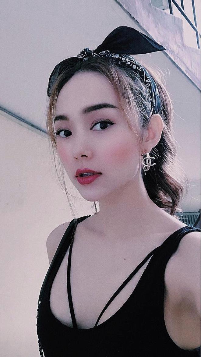 Soi nhất cử nhất động của sao Việt (8/6) - Ảnh 9.