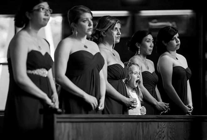 Khi người lớn cứ hào hứng như được mùa, những em bé này lại cảm thấy đám cưới như là một thảm họa vậy - Ảnh 5.