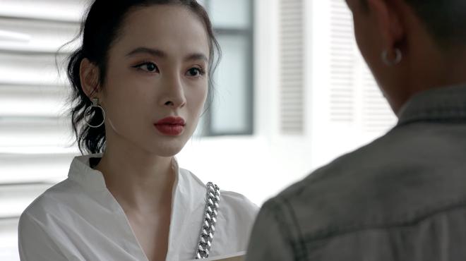 Angela Phương Trinh lại tiếp tục hôn Rocker Nguyễn say đắm - Ảnh 3.