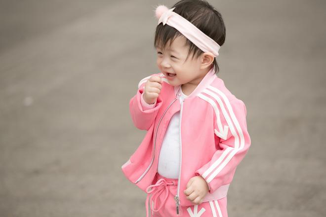 Vắng ông xã đại gia, Á hậu Diễm Trang diện đồ đôi xinh xắn cùng con gái - Ảnh 6.