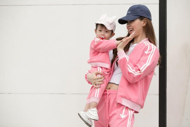 Vắng ông xã đại gia, Á hậu Diễm Trang diện đồ đôi xinh xắn cùng con gái - Ảnh 3.
