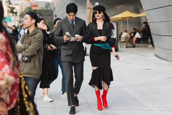 Cả Ngọc Trinh và Kỳ Duyên đều đang bị đôi boots đỏ này mê hoặc - Ảnh 3.