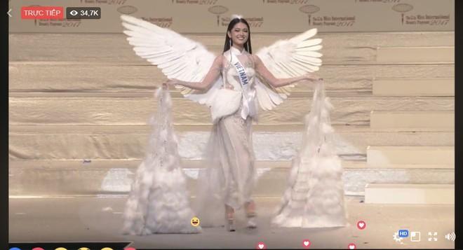 Á hậu Thùy Dung nổi bật trên sân khấu chung kết Miss International 2017 - Ảnh 1.