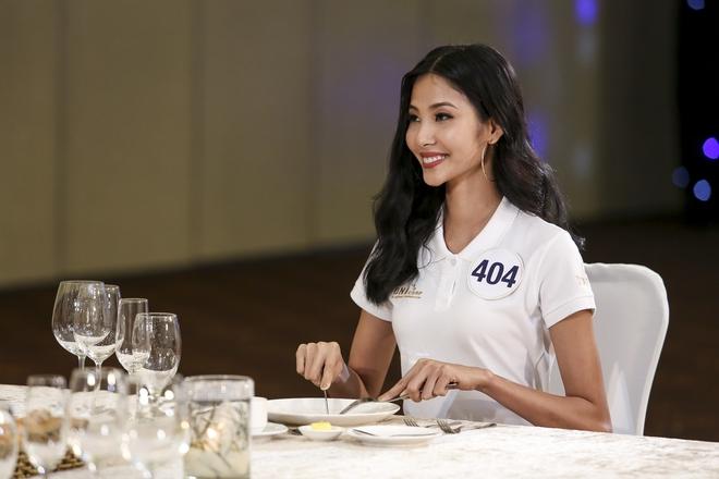 Sau ồn ào rút khỏi cuộc thi, hình ảnh Mai Ngô mất hút ở Hoa hậu Hoàn vũ 2017 - ảnh 6