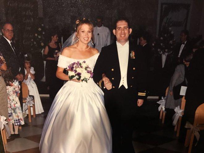 Món quà kỷ niệm ngày cưới không phải có tiền là mua được mà phải xuất phát từ tình yêu sâu đậm - Ảnh 1.