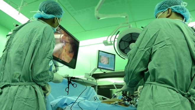 Lần đầu tiên, một bệnh viện Việt Nam đạt giải nhất toàn thế giới về phẫu thuật nội soi cắt gan - Ảnh 2.