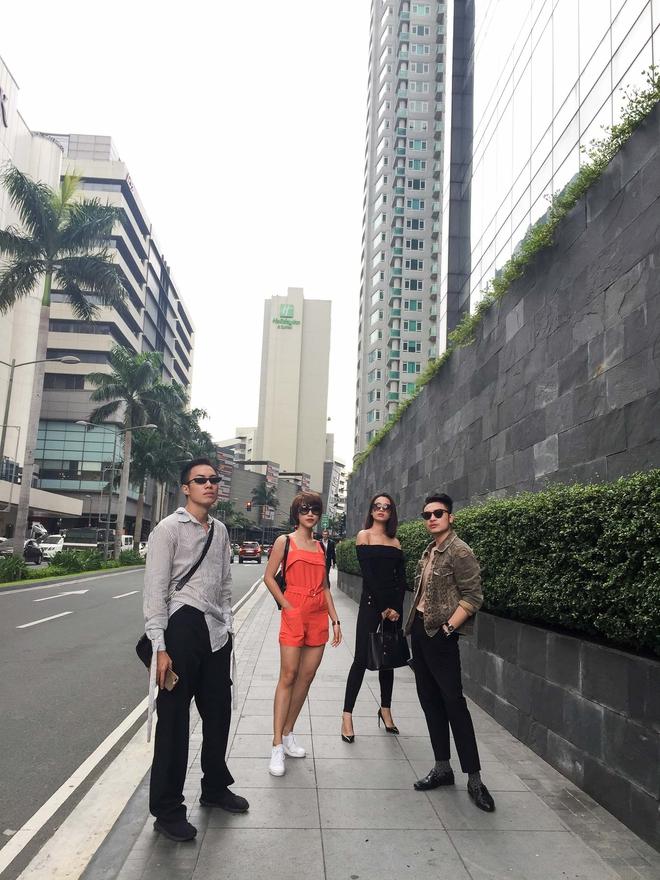 MC Hoàng Oanh khác lạ với mái tóc tém siêu cá tính trải nghiệm mua sắm ERDEM x H&M tại Philippines - Ảnh 11.