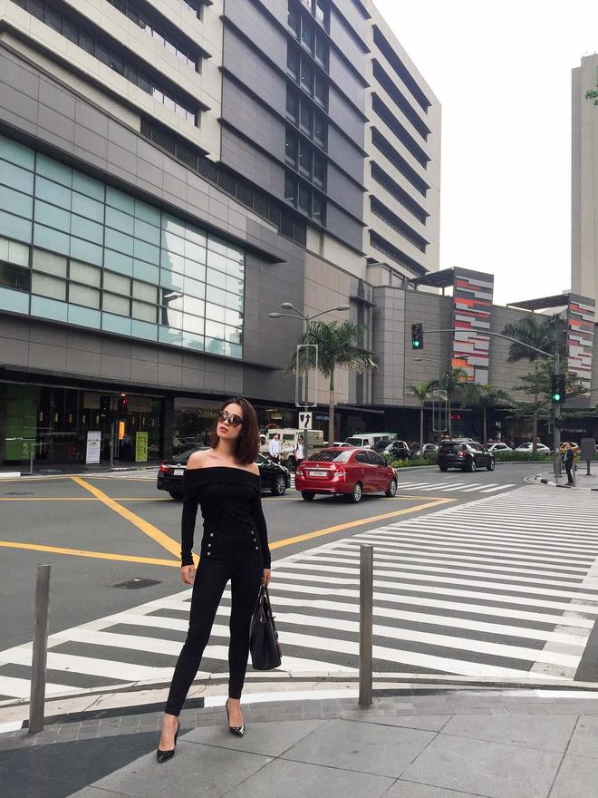 MC Hoàng Oanh khác lạ với mái tóc tém siêu cá tính trải nghiệm mua sắm ERDEM x H&M tại Philippines - Ảnh 10.