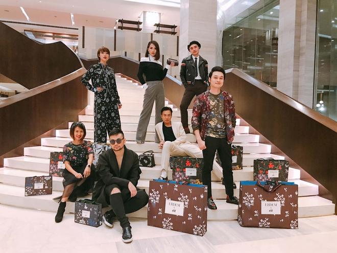 MC Hoàng Oanh khác lạ với mái tóc tém siêu cá tính trải nghiệm mua sắm ERDEM x H&M tại Philippines - Ảnh 9.