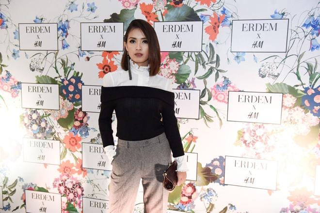 MC Hoàng Oanh khác lạ với mái tóc tém siêu cá tính trải nghiệm mua sắm ERDEM x H&M tại Philippines - Ảnh 2.