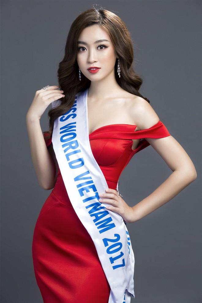Mỹ Linh diện đầm đỏ hở vai đẹp kiêu sa sau khi dẫn đầu bình chọn online - Ảnh 1.