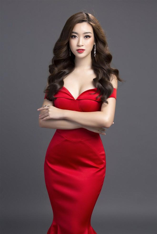 Mỹ Linh diện đầm đỏ hở vai đẹp kiêu sa sau khi dẫn đầu bình chọn online - Ảnh 6.