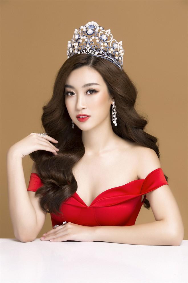 Mỹ Linh diện đầm đỏ hở vai đẹp kiêu sa sau khi dẫn đầu bình chọn online - Ảnh 8.