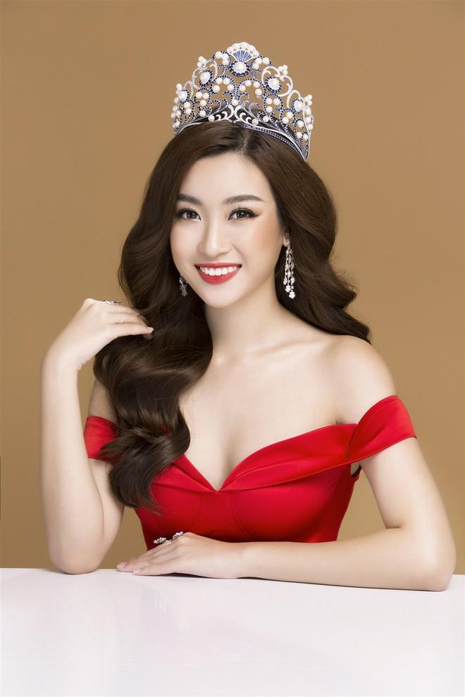 Mỹ Linh diện đầm đỏ hở vai đẹp kiêu sa sau khi dẫn đầu bình chọn online - Ảnh 9.