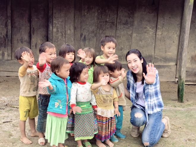 Ăn mặc xuề xòa, Hoa hậu Mỹ Linh vẫn tươi như hoa sau khi bị cô lập ở vùng bão Yên Bái - Ảnh 8.
