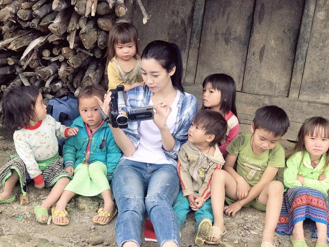 Ăn mặc xuề xòa, Hoa hậu Mỹ Linh vẫn tươi như hoa sau khi bị cô lập ở vùng bão Yên Bái - Ảnh 9.