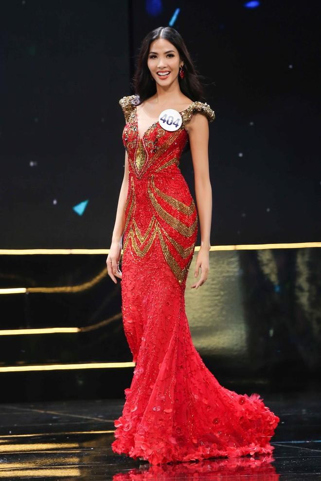 UBND tỉnh Khánh Hòa yêu cầu hoãn thi giữa mưa bão, Hoa hậu Hoàn vũ vẫn bất chấp - Ảnh 4.