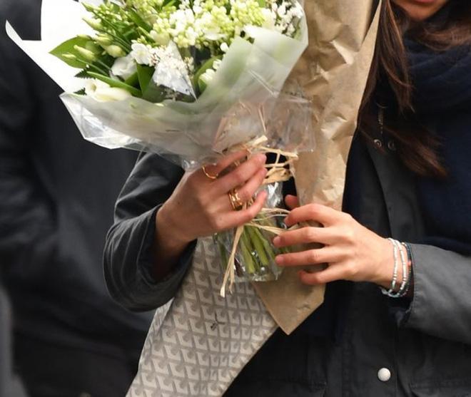 """Già hơn 3 tuổi, đã """"qua một lần đò"""", điều gì ở bạn gái Hoàng tử Harry khiến chàng say mê đến thế?"""