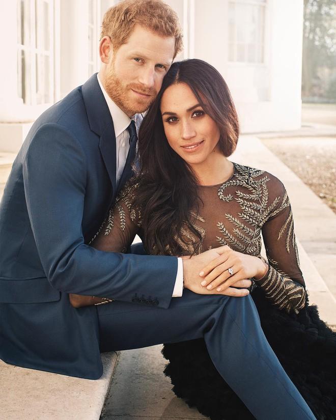 Hôn thê của Hoàng tử Harry diện váy hơn 1 tỉ đồng trong bộ ảnh đính hôn - Ảnh 1.