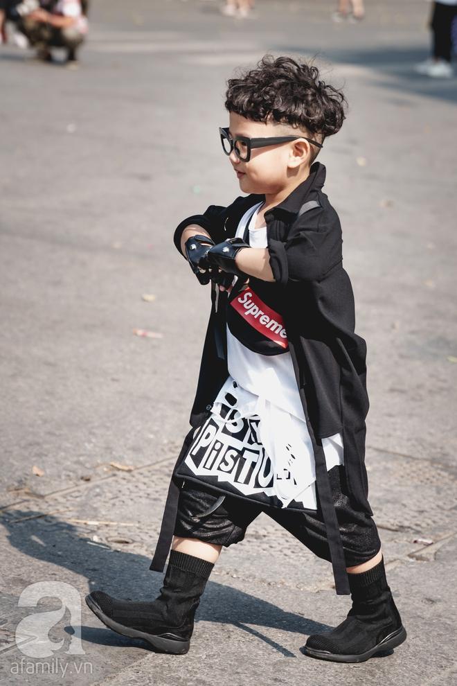 Vietnam International Fashion Week: Mới ngày đầu mà các nhóc tì đã đổ bộ xuống phố với street style chất phát ngất thế này - Ảnh 2.