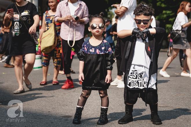 Vietnam International Fashion Week: Mới ngày đầu mà các nhóc tì đã đổ bộ xuống phố với street style chất phát ngất thế này - Ảnh 3.