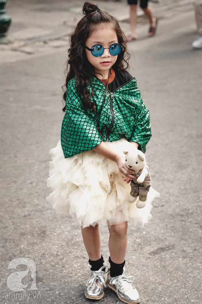 Vietnam International Fashion Week: Mới ngày đầu mà các nhóc tì đã đổ bộ xuống phố với street style chất phát ngất thế này - Ảnh 5.