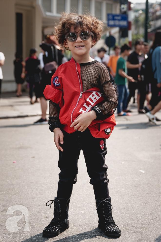 Vietnam International Fashion Week: Mới ngày đầu mà các nhóc tì đã đổ bộ xuống phố với street style chất phát ngất thế này - Ảnh 8.