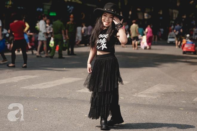 Vietnam International Fashion Week: Mới ngày đầu mà các nhóc tì đã đổ bộ xuống phố với street style chất phát ngất thế này - Ảnh 9.