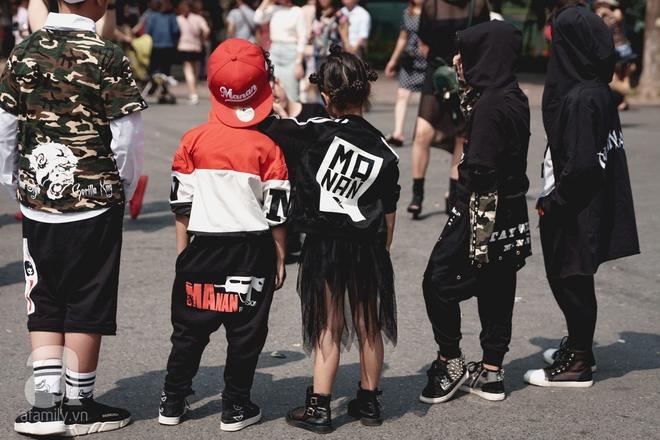 Vietnam International Fashion Week: Mới ngày đầu mà các nhóc tì đã đổ bộ xuống phố với street style chất phát ngất thế này - Ảnh 15.