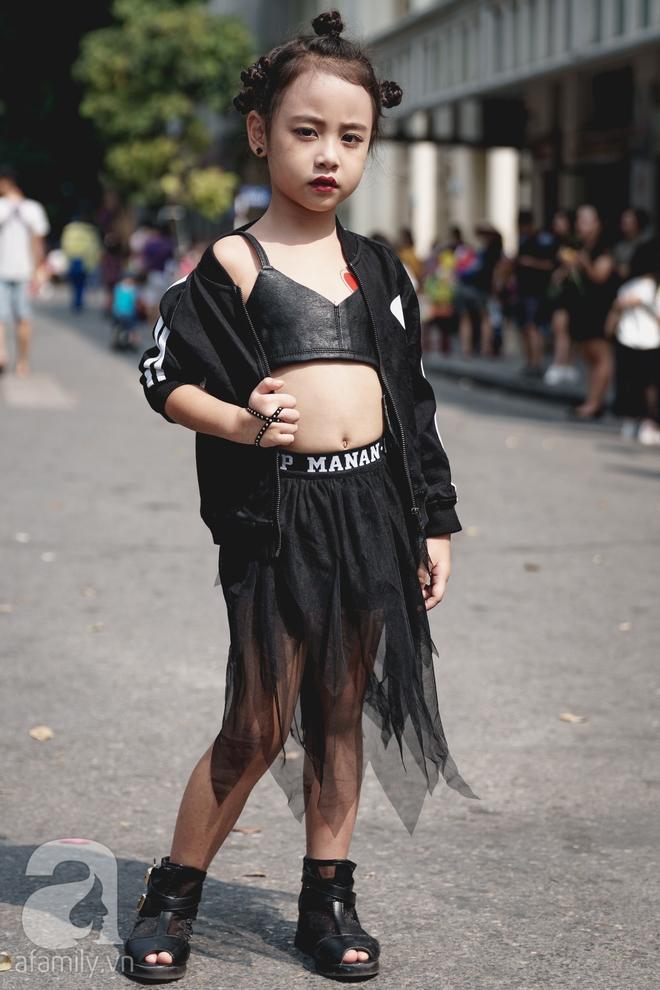 Vietnam International Fashion Week: Mới ngày đầu mà các nhóc tì đã đổ bộ xuống phố với street style chất phát ngất thế này - Ảnh 11.