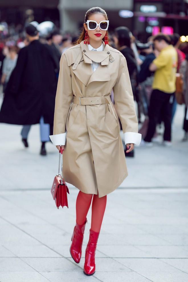 Cả Ngọc Trinh và Kỳ Duyên đều đang bị đôi boots đỏ này mê hoặc - Ảnh 4.