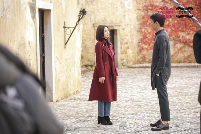 Black Knight lên sóng tập đầu tiên, khán giả choáng váng khi Kim Rae Won làm chủ cả một... tòa lâu đài - Ảnh 8.