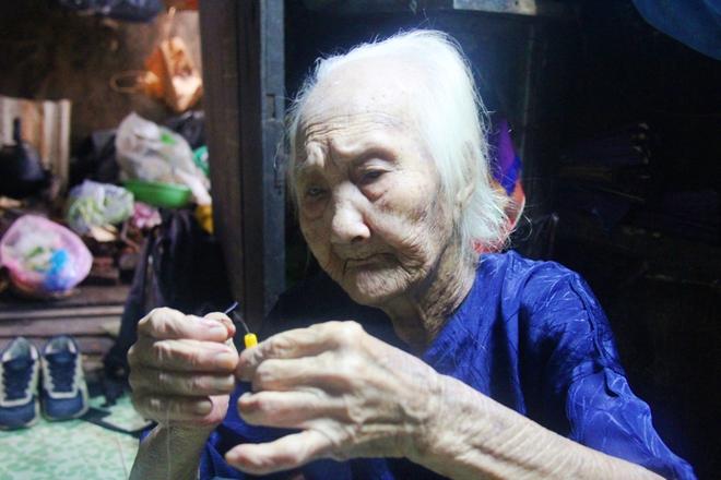 Rơi nước mắt chuyện người mẹ già 91 tuổi có 6 đứa con, cuối đời phải lượm ve chai nuôi con tâm thần 5