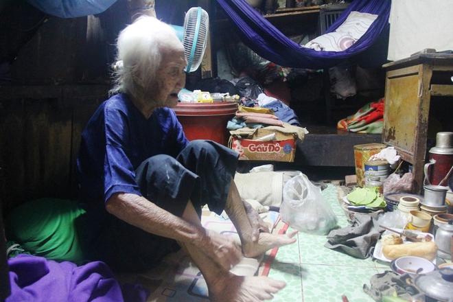 Rơi nước mắt chuyện người mẹ già 91 tuổi có 6 đứa con, cuối đời phải lượm ve chai nuôi con tâm thần 4