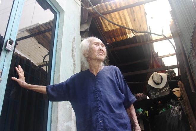 Rơi nước mắt chuyện người mẹ già 91 tuổi có 6 đứa con, cuối đời phải lượm ve chai nuôi con tâm thần 13