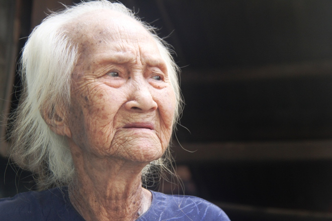 Rơi nước mắt chuyện người mẹ già 91 tuổi có 6 đứa con, cuối đời phải lượm ve chai nuôi con tâm thần 3