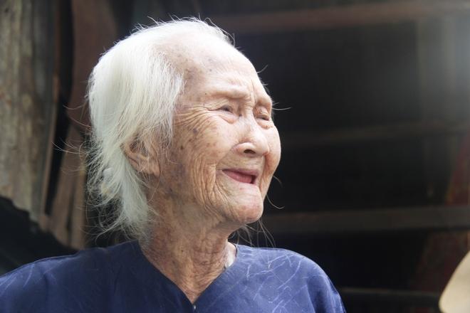 Rơi nước mắt chuyện người mẹ già 91 tuổi có 6 đứa con, cuối đời phải lượm ve chai nuôi con tâm thần 16