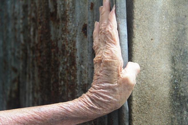 Rơi nước mắt chuyện người mẹ già 91 tuổi có 6 đứa con, cuối đời phải lượm ve chai nuôi con tâm thần 15