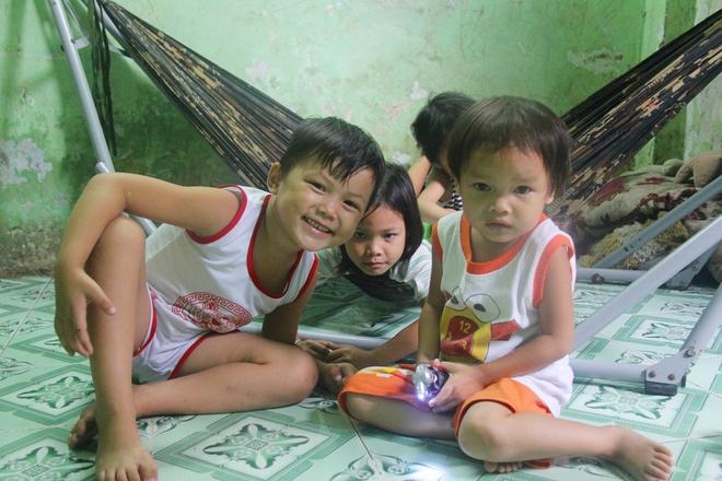 Ông ngoại của 6 đứa trẻ bị nhốt trong nhà, trần truồng gào khóc dưới mưa: Tôi không dám nhận tiền giúp đỡ của ai - Ảnh 6.