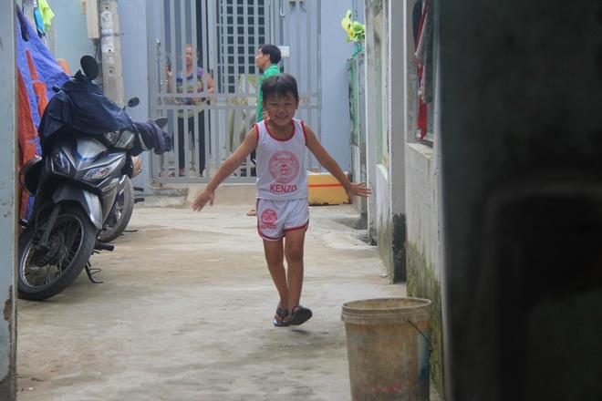 Ông ngoại của 6 đứa trẻ bị nhốt trong nhà, trần truồng gào khóc dưới mưa: Tôi không dám nhận tiền giúp đỡ của ai - Ảnh 16.