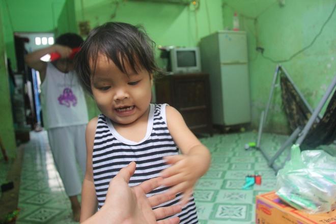 Ông ngoại của 6 đứa trẻ bị nhốt trong nhà, trần truồng gào khóc dưới mưa: Tôi không dám nhận tiền giúp đỡ của ai - Ảnh 13.