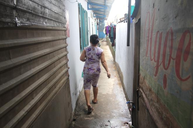 Mồ côi cha, đứa lớn bị bại não, đứa nhỏ đi không được, bám víu trên vai mẹ tật nguyền mưu sinh giữa Sài Gòn - Ảnh 13.
