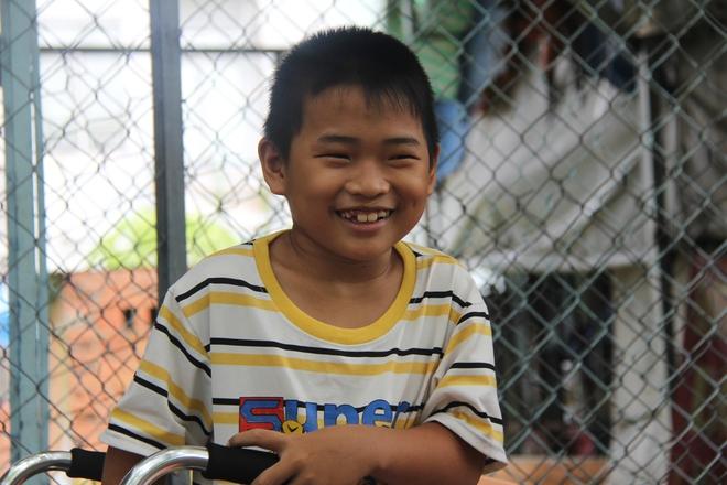 Mồ côi cha, đứa lớn bị bại não, đứa nhỏ đi không được, bám víu trên vai mẹ tật nguyền mưu sinh giữa Sài Gòn - Ảnh 10.